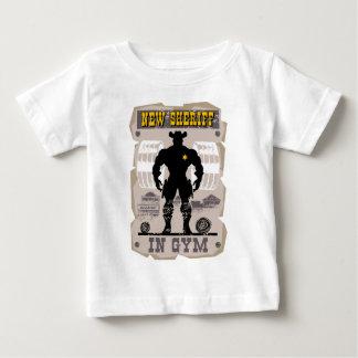 nieuwe sheriff in gymnastiek baby t shirts