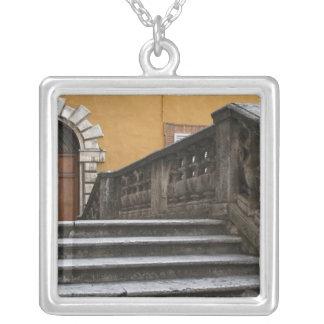Oker, Toscanië, Italië - Laag hoekuitzicht van Zilver Vergulden Ketting