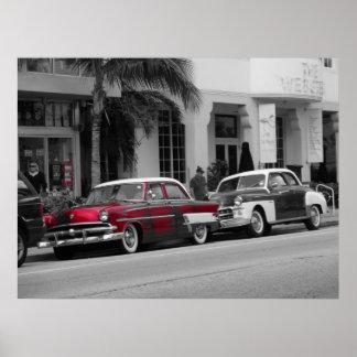 Oldtimer bij het OceaanStrand van Miami van de Aan Poster