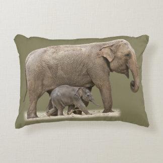 Olifant en Zijn Baby Accent Kussen