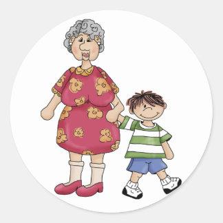 Oma & Kleinzoon (het Design van de Grootouder) Ronde Sticker