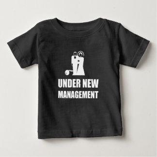 Onder de Nieuwe Ketting van de Bal van het Baby T Shirts