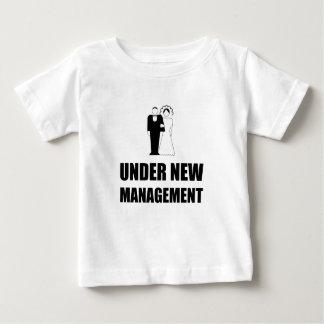 Onder het Nieuwe Huwelijk van het Beheer Baby T Shirts