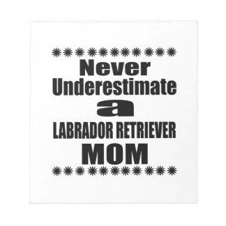 Onderschat nooit het Mamma van de LABRADOR Notitieblok