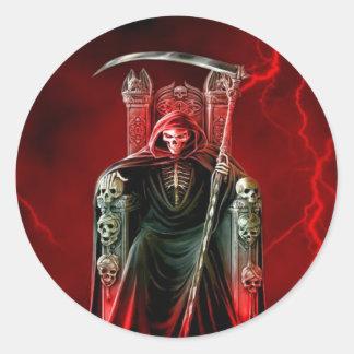 Onverbiddelijke Maaimachine op Zijn Troon Ronde Sticker