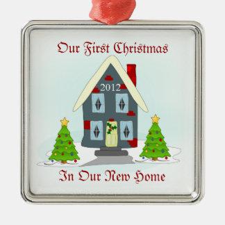 Onze Eerste Kerstmis in de Nieuwe Vakantie van het Zilverkleurig Vierkant Ornament