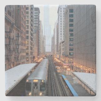 Opgeheven spoor in Chicago van de binnenstad over Stenen Onderzetter