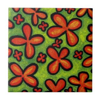 Oranje Bloemen in de Groene Ceramiektegel van het Tegeltje