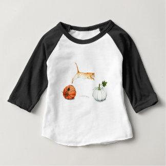 Oranje Kat die tussen Pompoenen springen Baby T Shirts