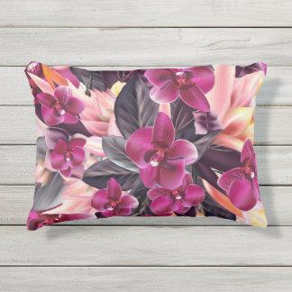 Orchideeën. Tropisch ontwerp met mooie bloemen Buitenkussen