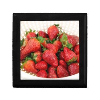 Organische Aardbeien in een Vergiet Decoratiedoosje