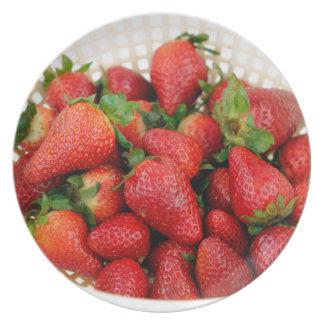 Organische Aardbeien in een Vergiet Melamine+bord