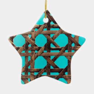 Oud houten mandewerk keramisch ster ornament