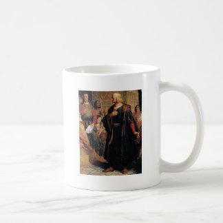 oud man in zwarte robe koffiemok