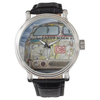 Oude graffitivrachtwagen horloge