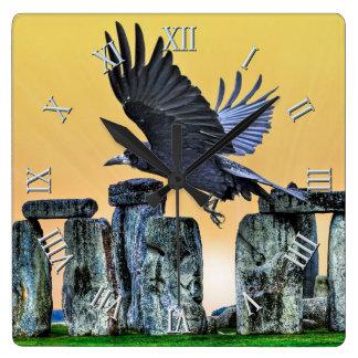 Oude Stonehenge & de Vliegende Gift van de Roek Vierkante Klok