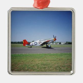 P-51 vliegtuig van de Staart van C Tuskegee het Zilverkleurig Vierkant Ornament