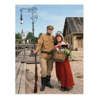 Paar van dame en militair in retro stijlafbeelding briefkaart