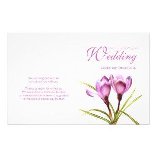 Paars bloemen het huwelijksprogramma van de krokus folders