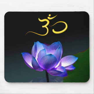 Paars Lotus in volledige bloei met Om mousepad Muismat