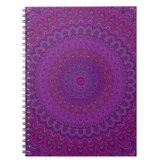 Paarse bloemmandala notitieboek