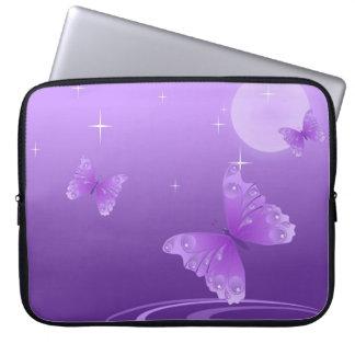 Paarse Vlinder op het Met dauw bedekte Meer Computer Sleeve