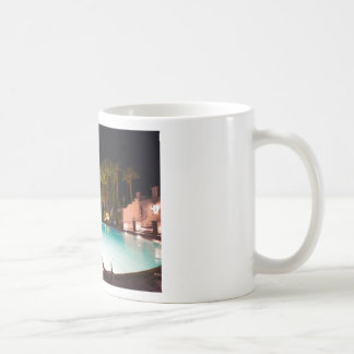 Palmen, pool, vrouw en bier… koffiemok