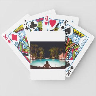 Palmen, pool, vrouw en bier… poker kaarten