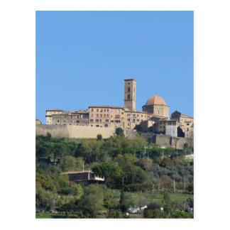 Panorama van dorp Volterra. Toscanië, Italië Briefkaart