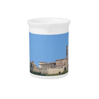 Panorama van Volterra dorp, provincie van Pisa Drink Pitcher