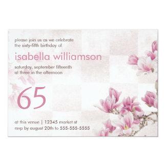 Partij van de Verjaardag van de vrouw 65ste | 12,7x17,8 Uitnodiging Kaart