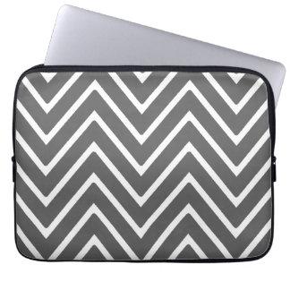 Patroon 2 van de Chevron van de houtskool Grijs Laptop Sleeve
