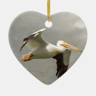 Pelikaan tijdens de vlucht keramisch hart ornament