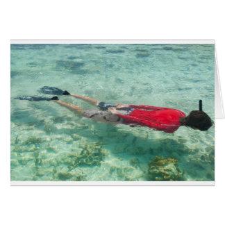 Persoon die in duidelijk water snorkelen wenskaart