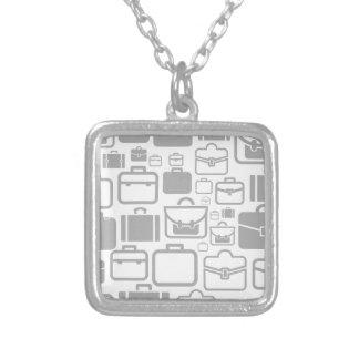 Portefeuille een achtergrond zilver vergulden ketting
