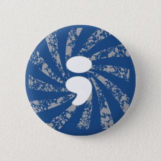 Puntkomma op grungestralen ronde button 5,7 cm
