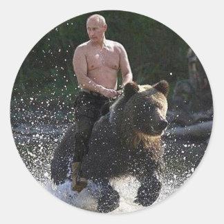 Putin berijdt een beer! ronde sticker