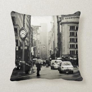 Regen in de Stad van New York - Vintage Stijl Sierkussen