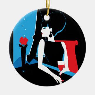 Retro vrouw met wijnsilhouet met de Toren van Rond Keramisch Ornament
