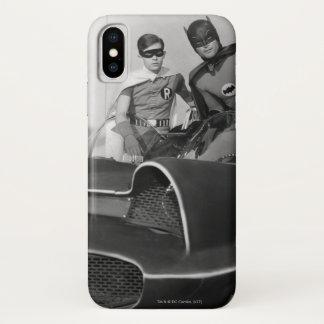 Robin en Batman die zich in Batmobile bevinden iPhone X Hoesje