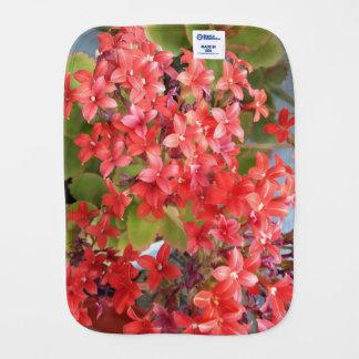 Rode bloemen spuugdoekje