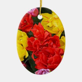 Rode en gele de lentetulpen keramisch ovaal ornament