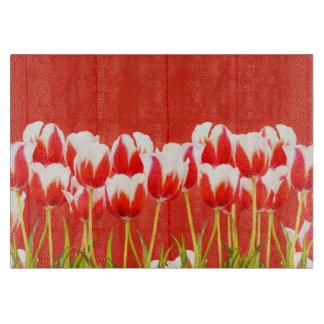 Rode en witte tulpen snijplank