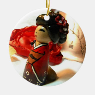 Rode Pruim I Rond Keramisch Ornament