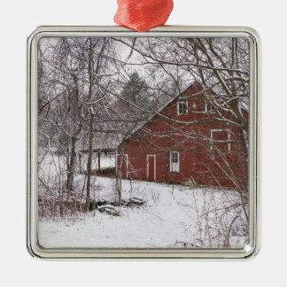 Rode Schuur in de Sneeuw Zilverkleurig Vierkant Ornament