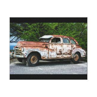 Roestige oude vintage auto op canvas
