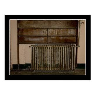 Roestige Radiator (de Verwarmer van de Zaal) bij Briefkaart