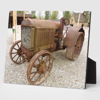 Roestige vintage tractorPlaque Fotoplaat