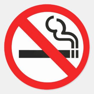 Ronde sticker met no-smoking symbool