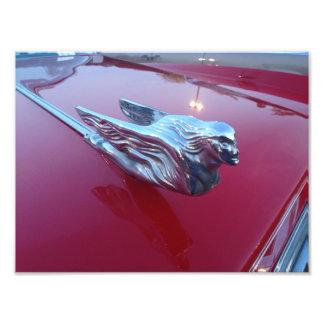Rood Cadillac die het Ornament van de Kap van de Foto Afdrukken